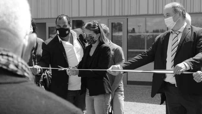 Perinne Laffont coupe le cordon d'inauguration